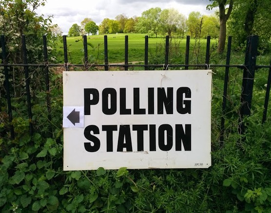 Polling_station_sign_Hamsptead_Heath_2015